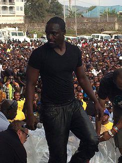 Imágenes de Akon en 2014: En 2 años Akon ha hecho más por África que todas las ONG occidentales juntas en 30 años.- El Muni.