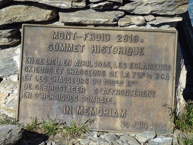 c'est tout la-haut le Fort du Mont Froid 2822m : c'est le plus haut ouvrage fortifié de France. En avril 1945, il vit s'affronter les chasseurs alpins français et allemands dans des combats héroïques avec des conditions terribles. De fait il est devenu le symbole des combats de la seconde bataille des Alpes. Il avait pour mission d'interdire l'accès du col de Sollières et de la Combe des Archettes. L'ouvrage offrait d'excellentes vues sur le plateau du petit Mont-Cenis et sur la haute Maurienne, de Modane à Termignon.