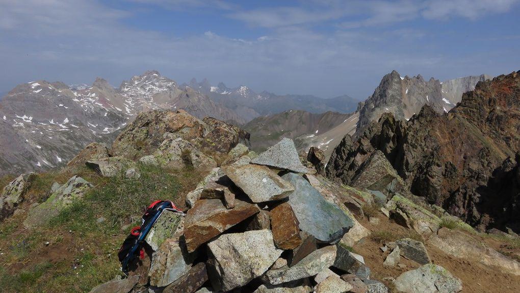 au dessus du Col du Chardonnet 2638m, détour de 300d+ pour mager et profiter de la vue.