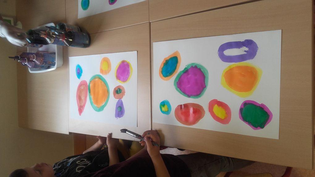Ronds peints à l'encre et graphisme