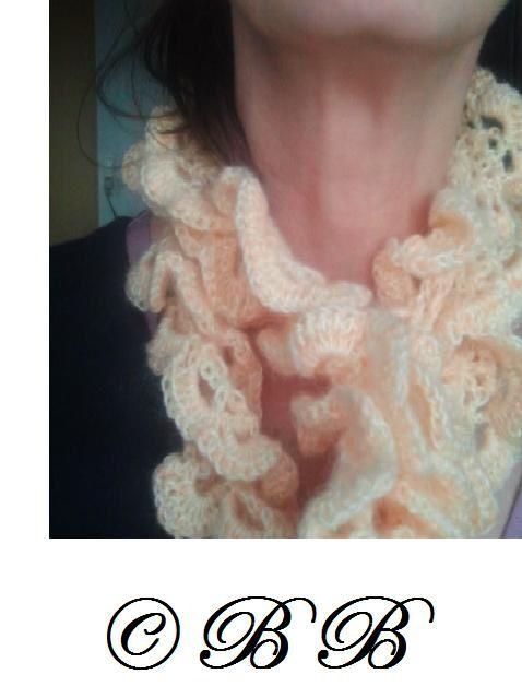 Grâce à ma copine, voici une écharpe toute douce qui prend grand soin de votre cou...