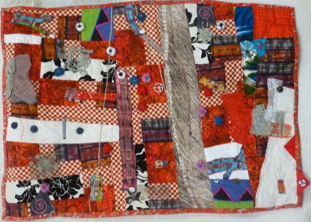 Quelques unes des oeuvres(ou fragments) des artistes en textile exposées au Temple