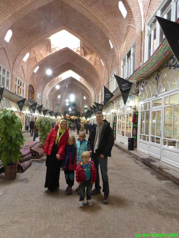 Tabriz et son grand Bazar - Farshad qui fut notre guide et Jalil et sa famille notre hôte.