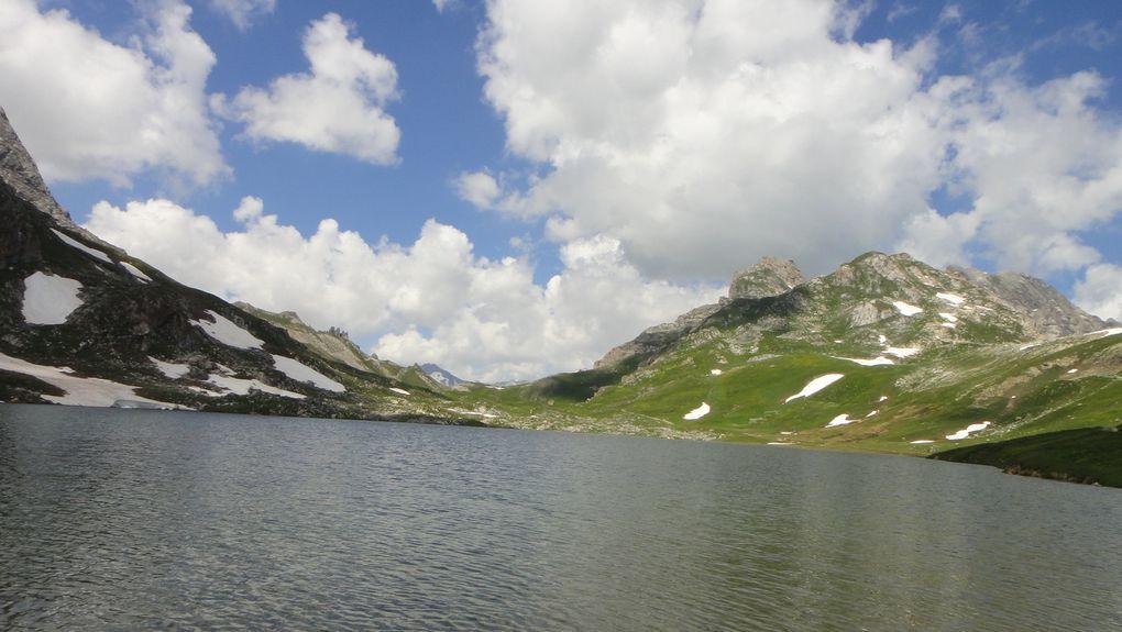Lac des Cerces (2410m), lacs des Rochilles (2459m) et Refuge des Drayères (2180m)