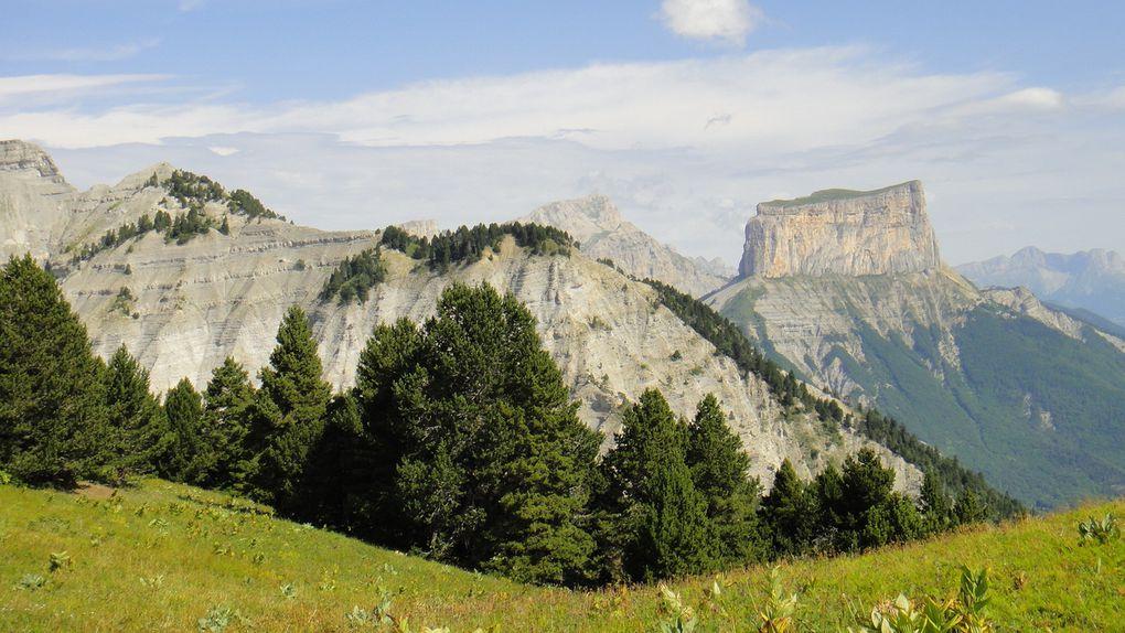 Les Hauts Plateaux du Vercors, du Pas de l'Essaure (1701m) au Pas des Bachassons (1913), depuis Chichilianne