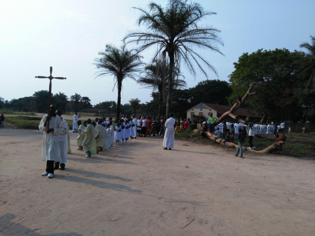 De gauche à droite: Abbé Emmanuel LOMBE, Mgr Nicolas DJOMO et Abbé Sylvain LOKANGA