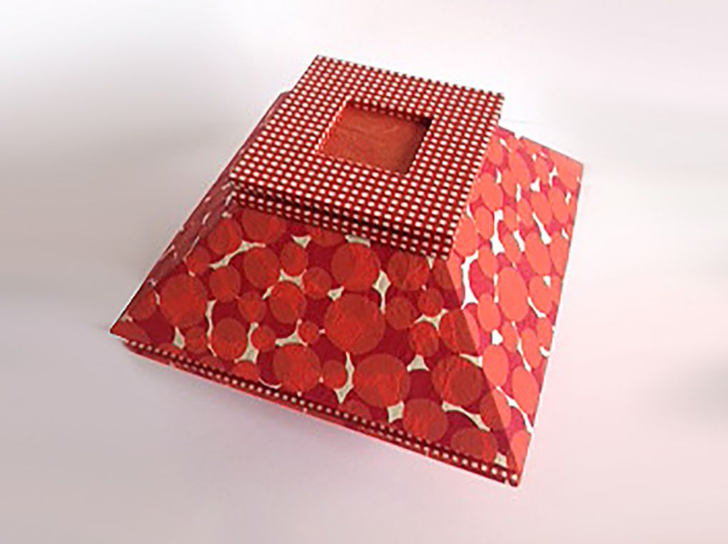 La boîte Maya coquelicot de Nadine P.