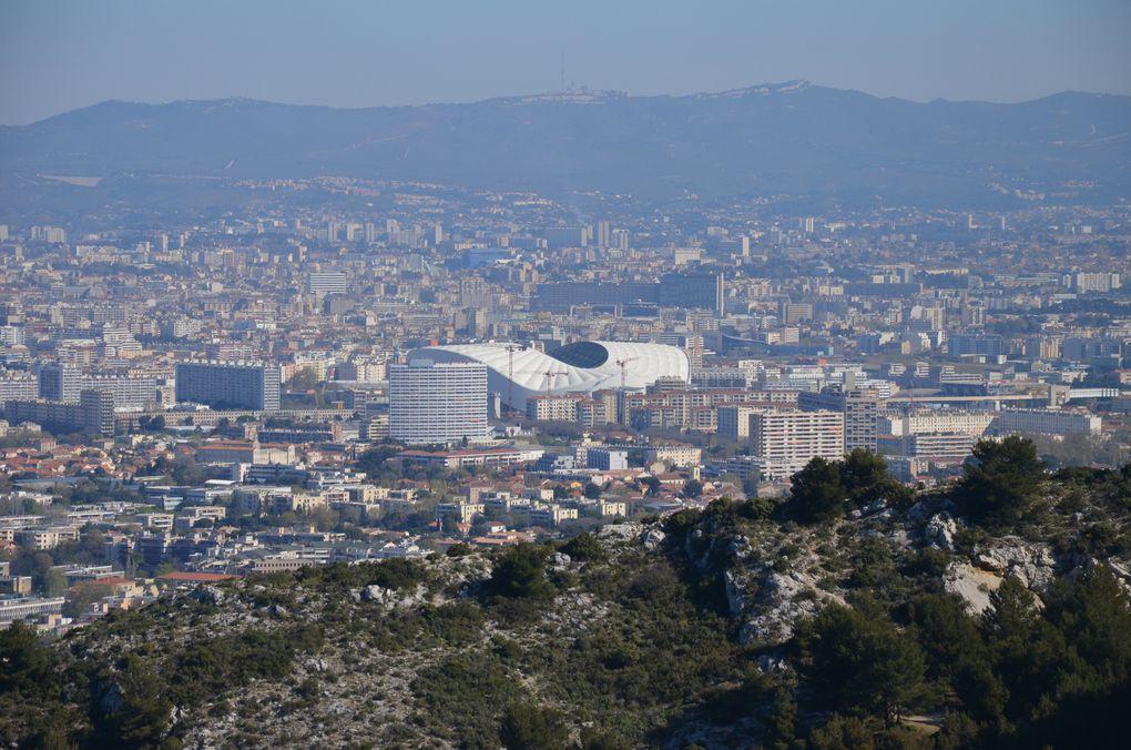 Marseille - Photos du Nouveau Stade Vélodrome : Vue des collines marseillaises