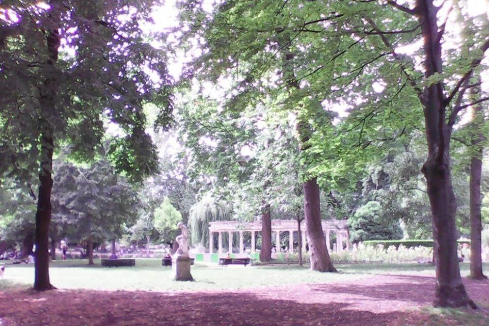 Quand le soleil illumine le parc Monceau