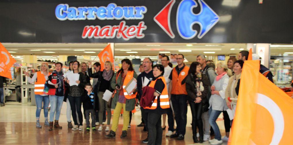 Les employés de Carrefour Market de Calais cœur de vie ont débrayé ce samedi matin