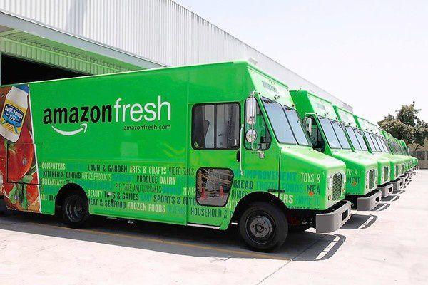 50% de la population Américaine couverte par l'offre épicerie Amazon dès 2014 et avec sa propre flotte de véhicules. Amazon Fresh accelère et en profite pour réorganiser sa logistique.