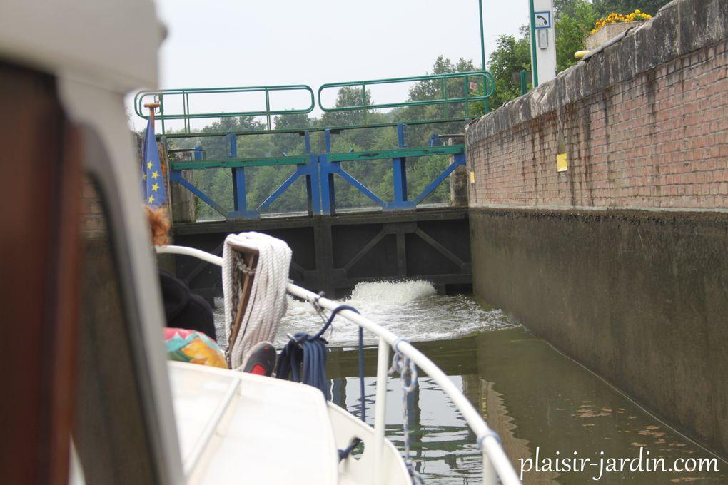 Promenade nautique sur le canal de la Sambre