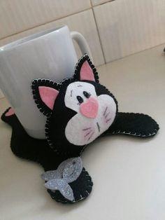 Des sous-tasses en forme de chats...