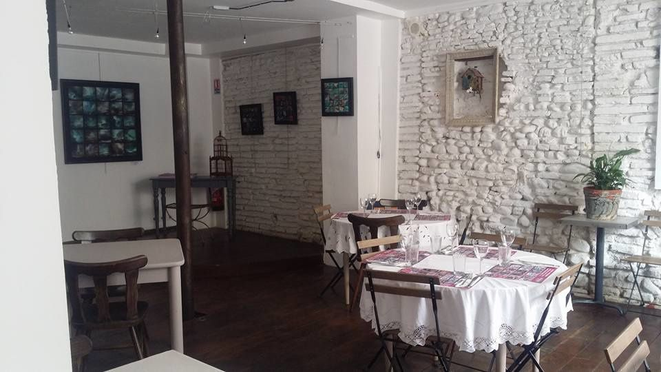 Perpignan: Alice au pays du café Pams, vous aussi venez traverser le miroir! interview Alice Perrin par Nicolas Caudeville