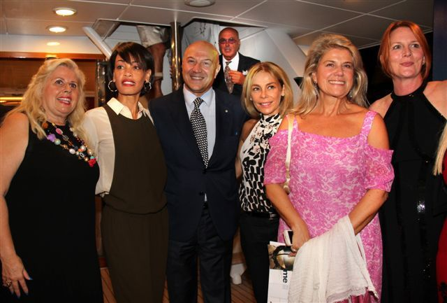 Vernissage de l'exposition « Fifth Element » sur le Costa Magna, Port de Monaco,  l'artiste Laurel Holloman et ses œuvres :