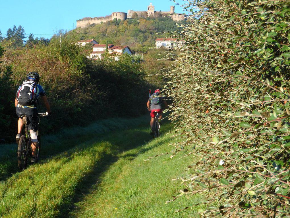 Caty en pleine action suivie de Dan et Bernard en vue du château de Marcilly.