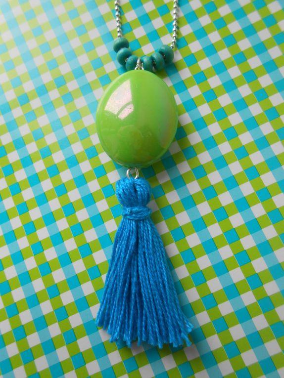 collier-sautoir chic perle verte, pompon bleu et petites perles bleues, 12.00€