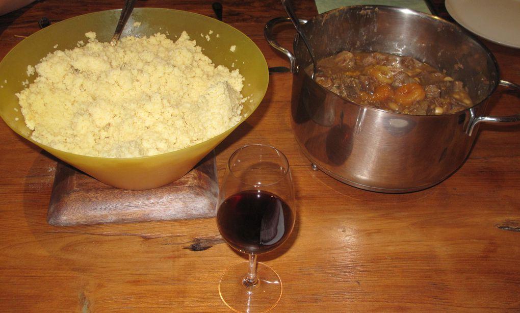 Repas du vendredi soir: agneau et semoule, fromages de Betty, oeufs au lait, gâteau yaourt et pommes
