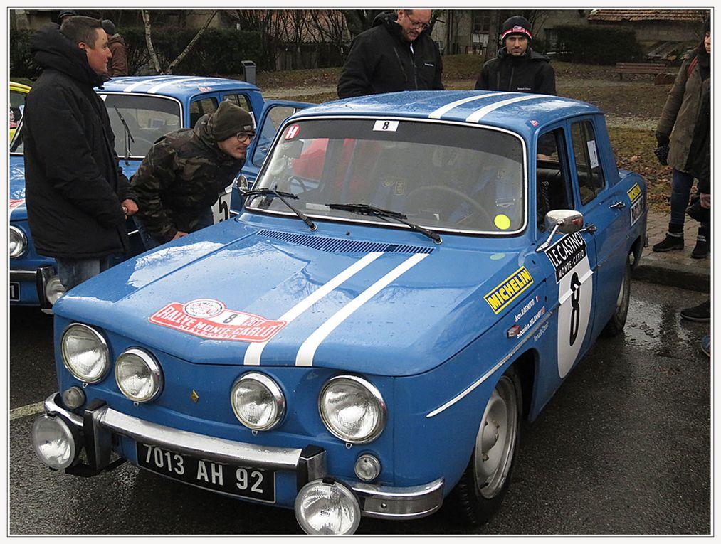 Le rallye Monte Carlo historique fait une pause - et prend la pose - à Saint André les Alpes
