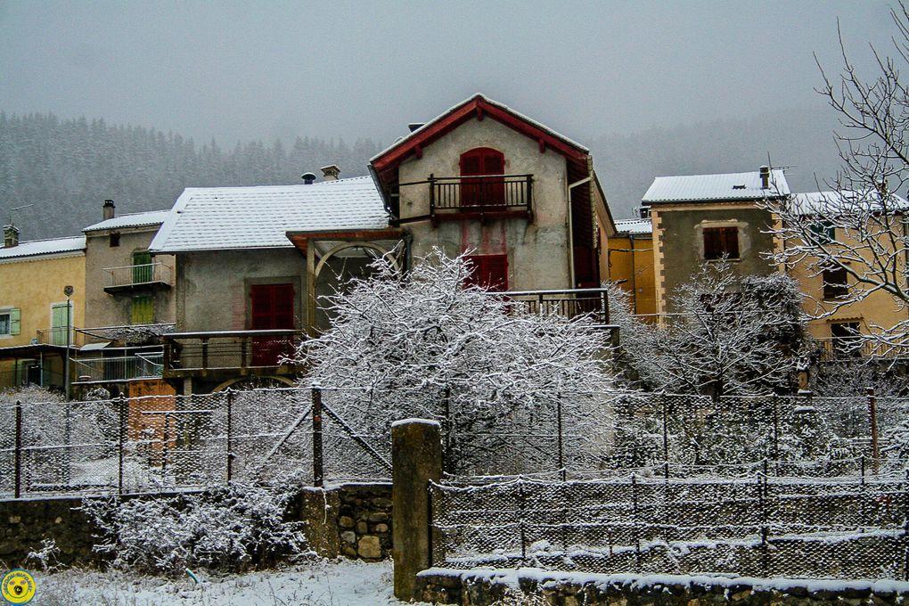 A La Mure Argens , la neige était peu intense et très lourde ....