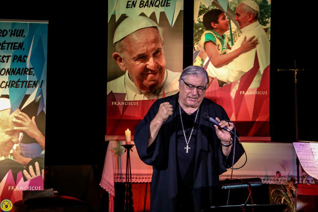St André les Alpes  : Le prêtre chanteur Gil Florini et stéphane Eliot