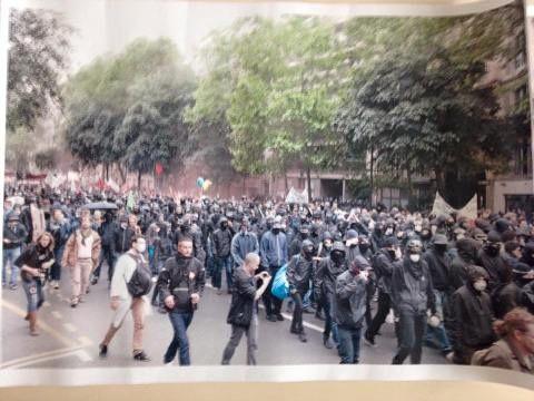 çà des manifestants syndicaux ? Non des casseurs !