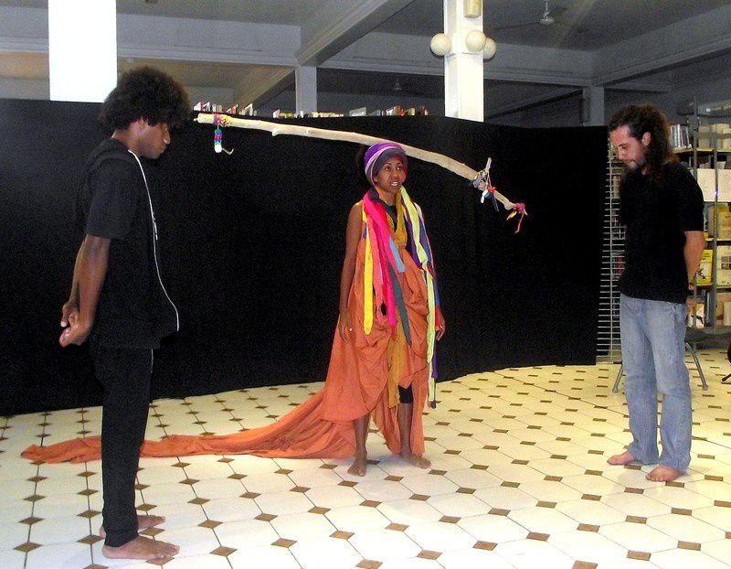 Nordine Hassani à Thio, Spectacle à Bernheim, Maité et Sylvain l'artiste qui tire les ficelles