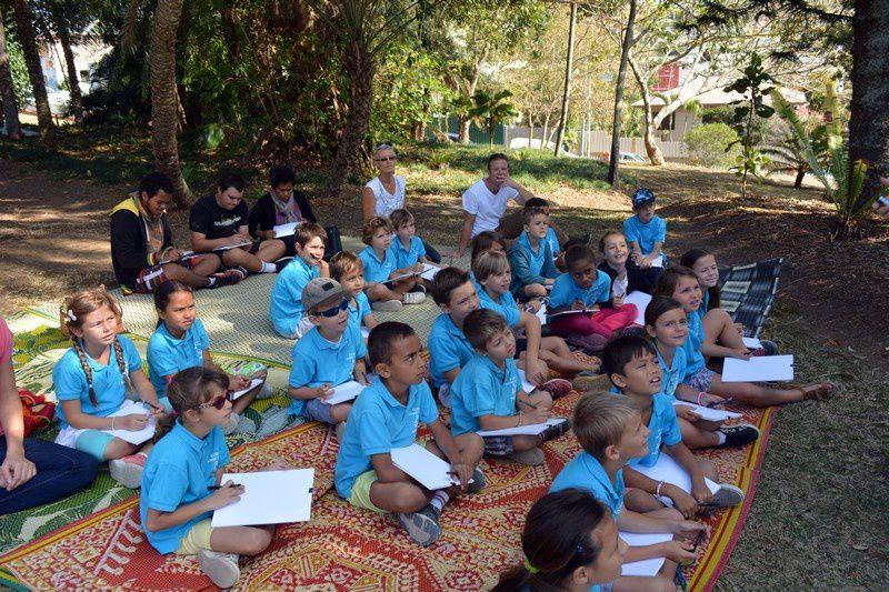 Les ateliers en plein air avec des enfants attentifs (Photos JP)