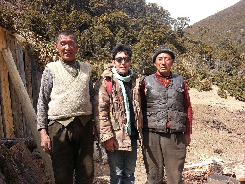 Mission de Tsering à Zopa pour amener les derniers livres pour la bibliothèques et distribuer aux enfants cartables et chaussettes