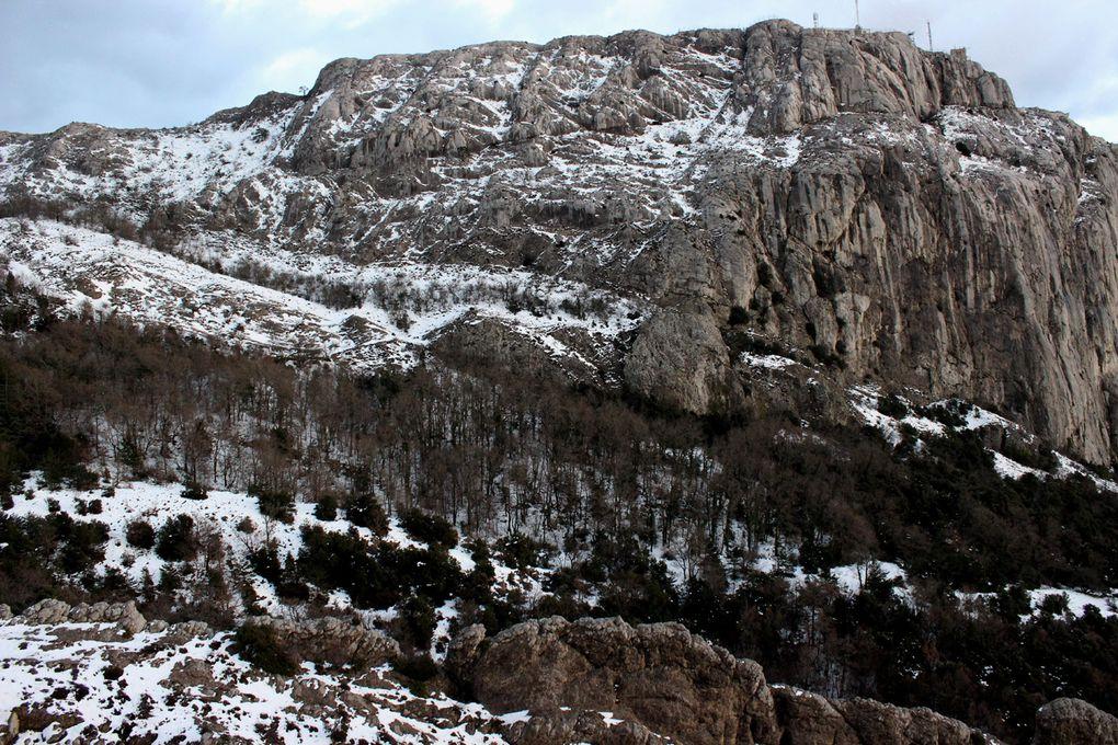 Massif de la Sainte Baume en fin de journée.