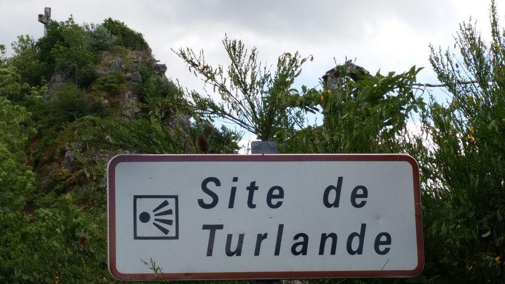 Montée au belvédère de Turlande qui domine les gorges de la Truyère.