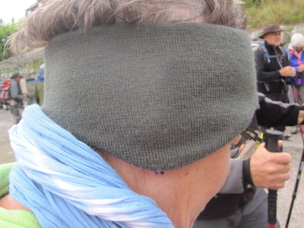 défilé de couvre-têtes