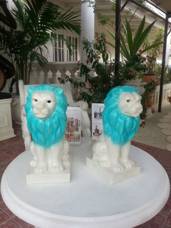 LION  DECORATIF / TETE DE POTEAU