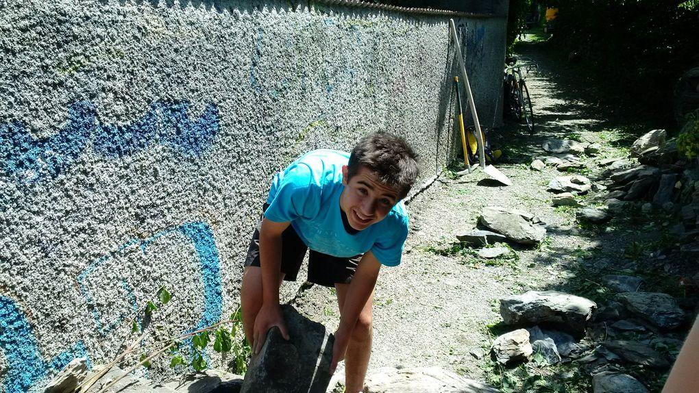 Les jeunes du projet Mada refont le mur !!!!!
