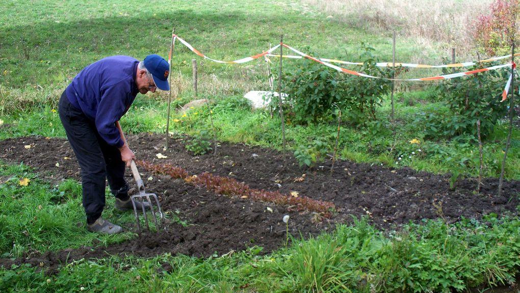 Belle participation aux travaux. Grand nettoyage ! Peinture !  Jardinage !