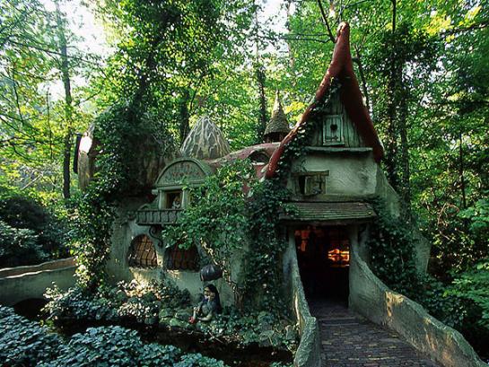 10 maisons totalement improbables et féeriques croisées à travers le monde