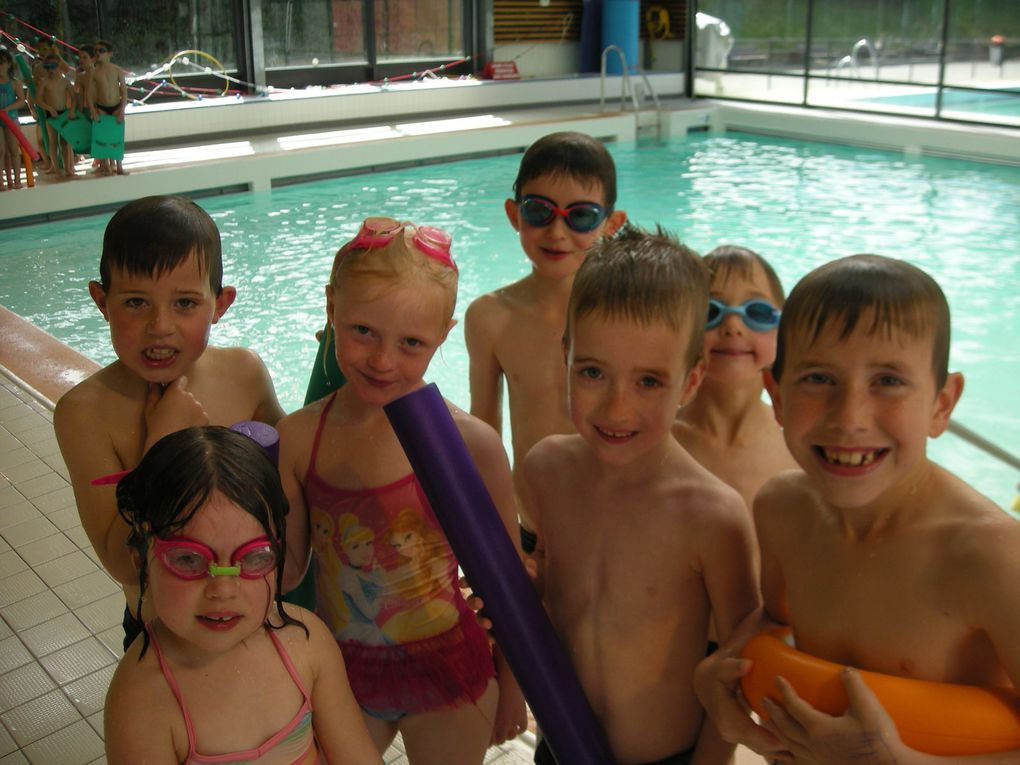Les CP, CE1 et CE2 à la piscine