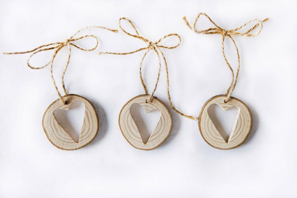 Décorez votre sapin avec style : rondelles de bois