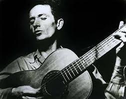 """Woody Guthrie '1921-1967) auteur compositeur chante This land is your land....puis images de la nature prises sur Google...et deux tableaux de Jean-François Millet """"L'Angélus"""" et """"Les glaneuses""""."""