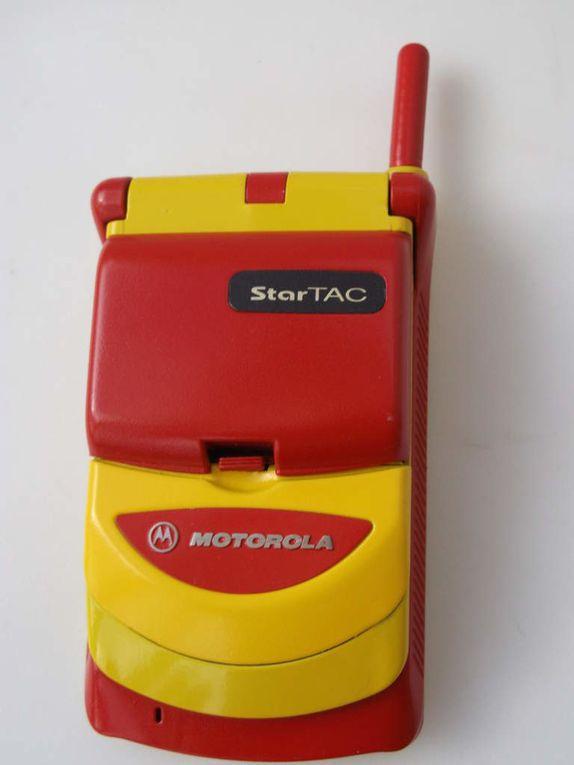 Le startac de Motorola de 1996, le telephone portable à clapet de collection (RAIMBOW)