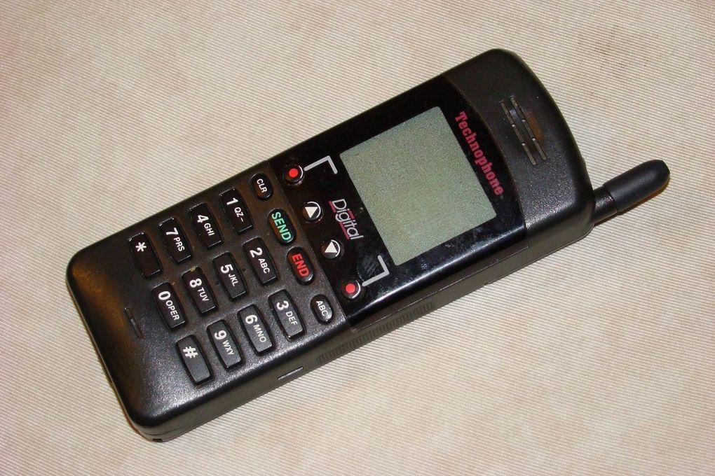 Le Téléphone portable mobile de collection Technophone de 1985 le PC105T