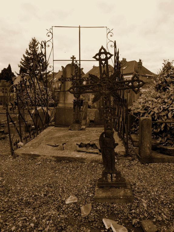 Cimetière du centre d'Aniche - Photos : MG, 26 octobre 2014.