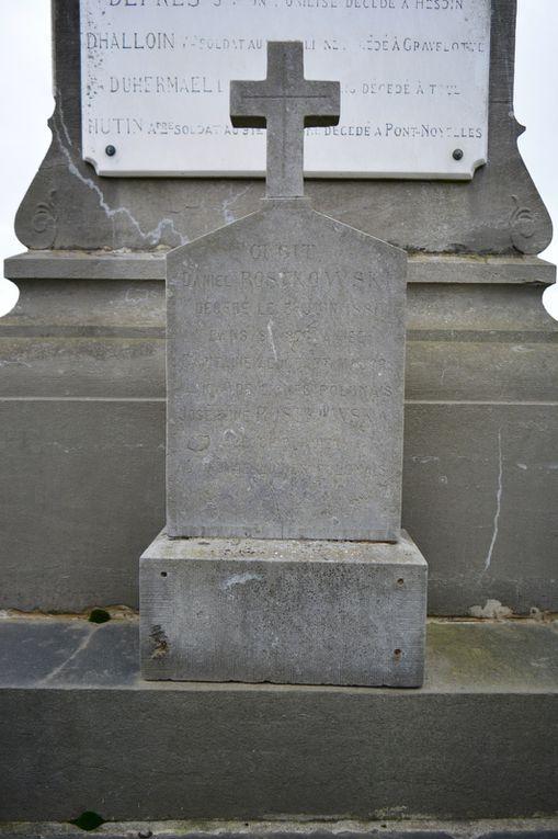 Sépulture du couple Rostkowski devant le Monument aux Morts de la Guerrer de 1870 au cimetière du Sud d'Aniche - Photos : MG, 29 janvier et 30 octobre 2016.