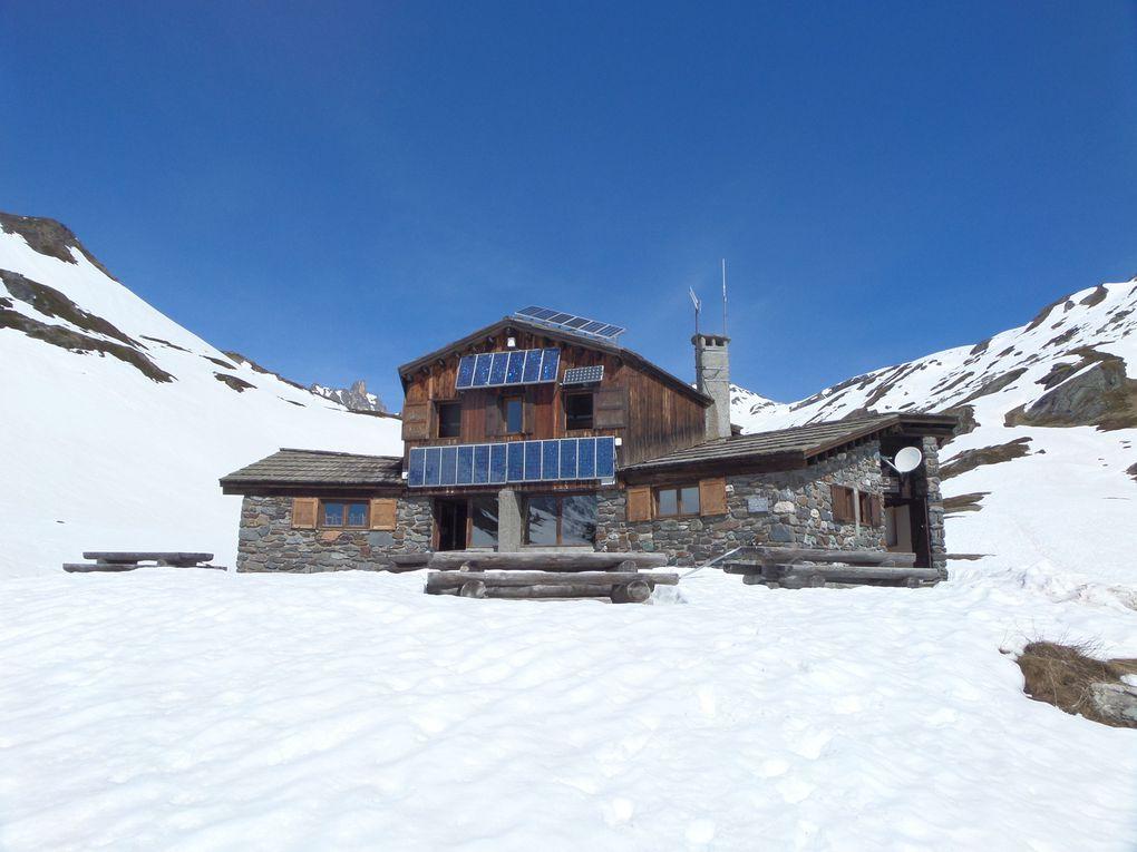 parcourir la vallée de la Clarée à ski de fond au printemps de Fontcouverte au Refuge de Laval et jusqu'au Refuge des Drayères avec vue sur la Main de Crépin  !!   on est au paradis !!