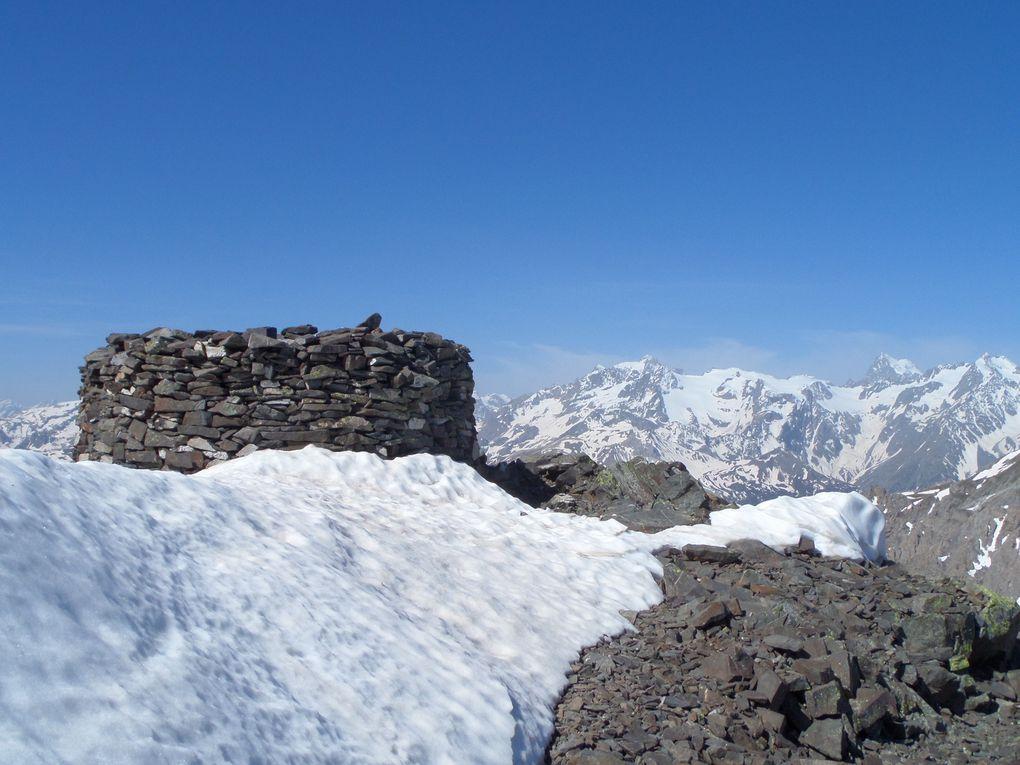 au départ du col du Granon (2413m) une belle randonnée jusqu'au sommet de la Gardiole (2753m) avec vue sur le Massif des Ecrins, sur le Grand lac de l'Oule et sur les lacs de Cristol !