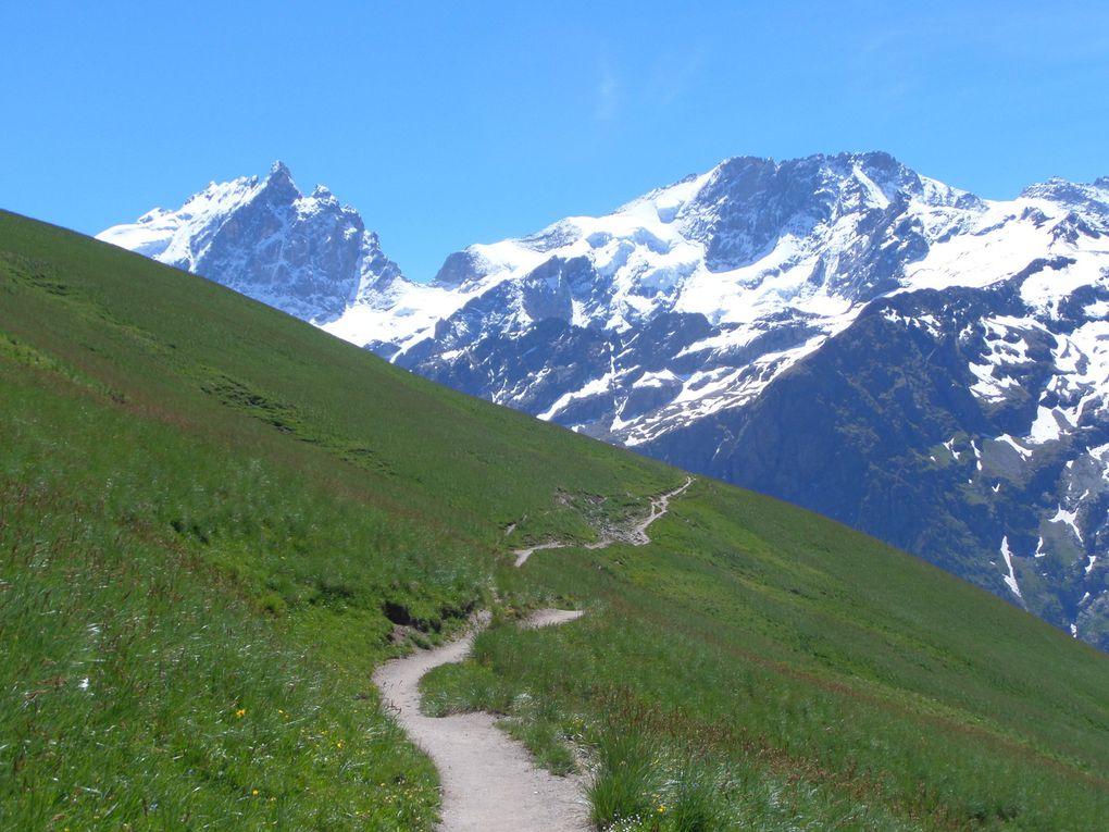 une superbe randonnée au Plateau d'Emparis, du village du Chazelet (1770m) , jusqu'au Lac Lérié (2387m) et au Lac Noir (2446m)