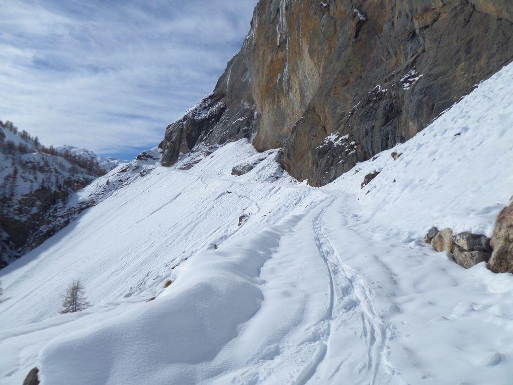 départ de Brunissard (1800m), montée à ski de fond (avec peaux) au Pré Premier, puis aux Chalets de Clapeyto (2250m) !  Le ski en Automne , c'est magique !!