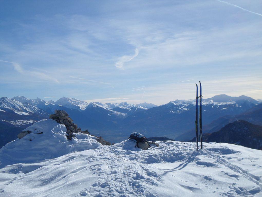 départ de Puy St Vincent 1800 et montée à ski de fond jusqu'au Belvédère des Grandes Tètes (2044m) ! piste damée jusqu'aux Petites Tètes puis j'ai fait la trace jusqu'au sommet des Grandes Tètes !! superbes vues aux couleurs de l'Automne !!