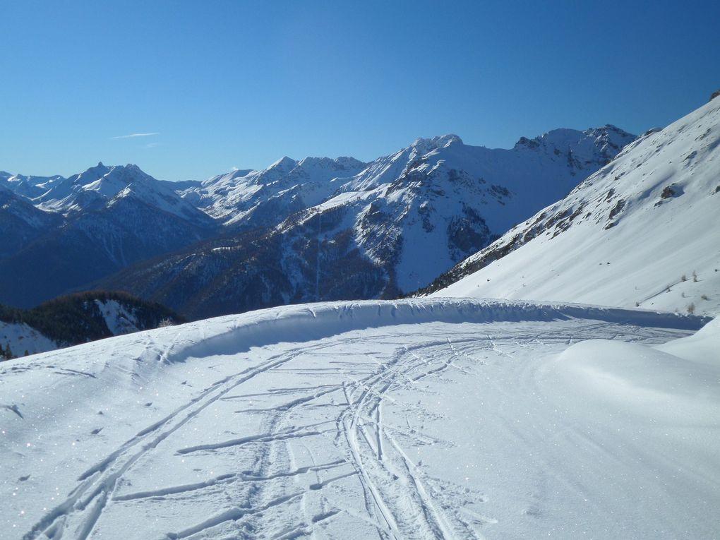 départ du Laus (neige à partir de 2000m), montée à ski de fond au Col d'Izoard (2360m), et au Belvédère de l'Izoard (2400m) , puis à la descente, petit détour par les Chalets de l'Izoard (2200m), en direction du Col des Ourdéis ! Magnifique journée !!