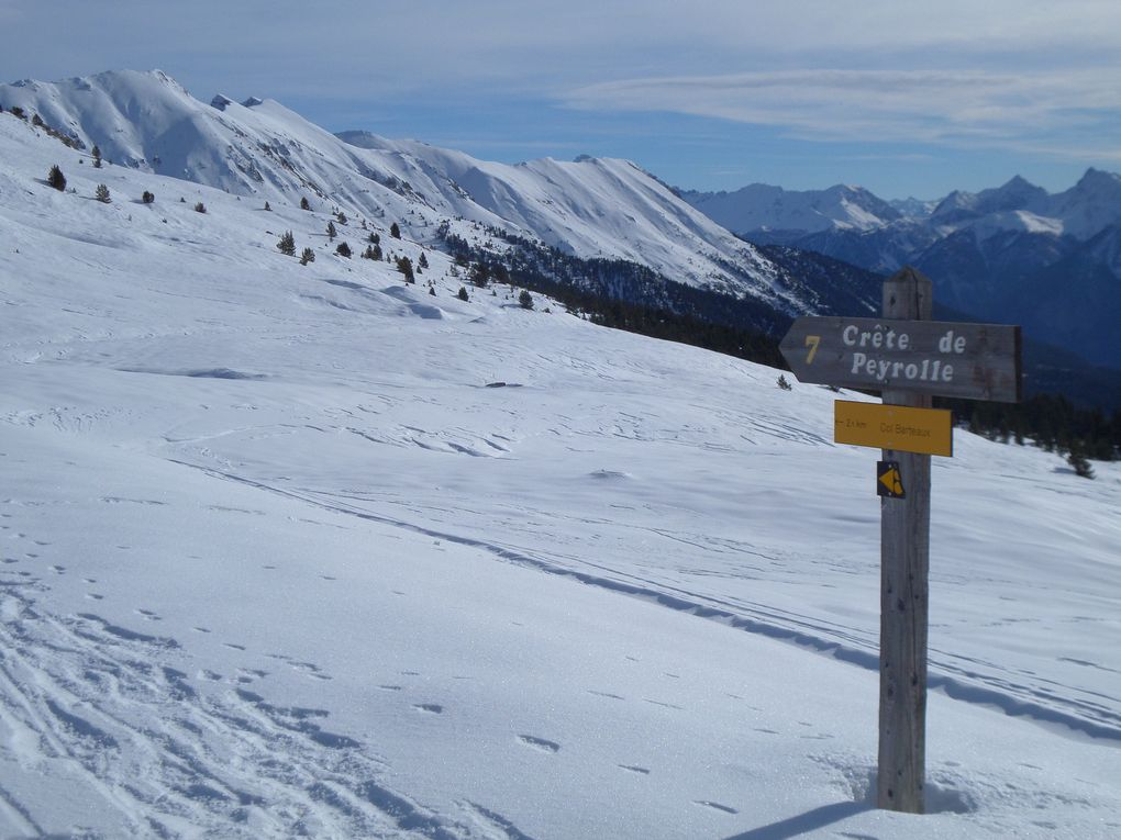 départ de St Joseph (2170m), montée à ski de fond (avec peaux) jusqu'au Col du Granon (2413m) , puis petite descente et itinéraire en balcon jusqu'au Col Barteaux (2380m) tout près des Crètes de Peyrolle ! superbes vues !!